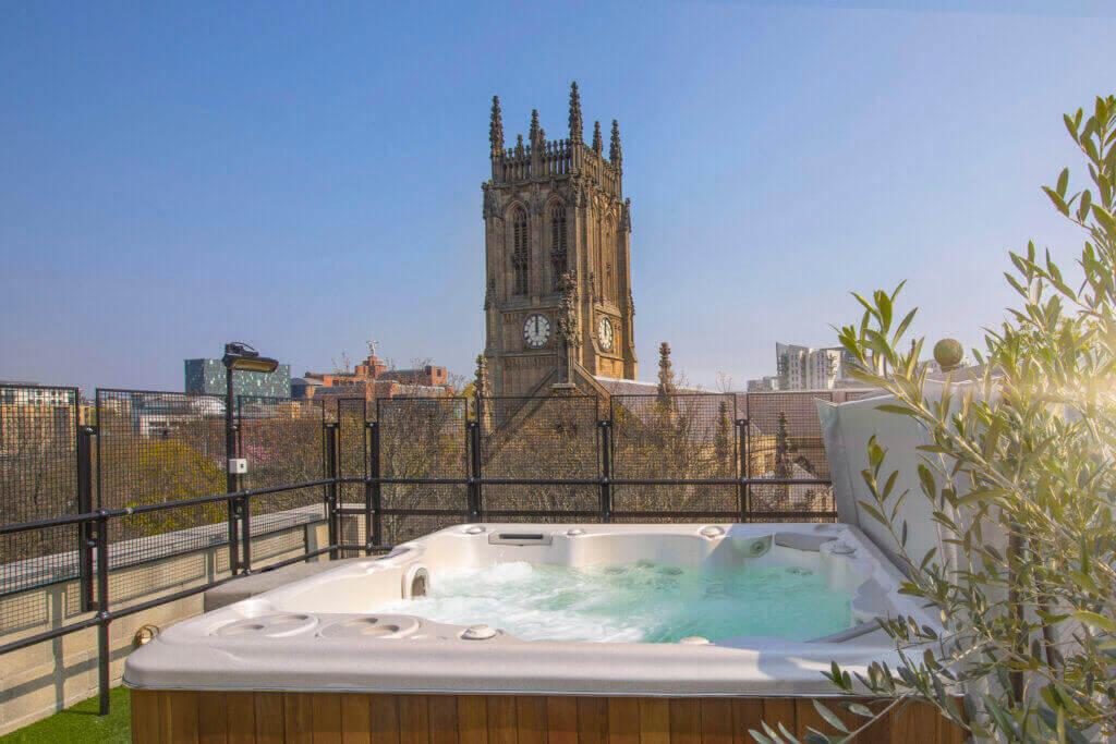 Penthouse hot tub apartments. Big Ben penthouse apartment